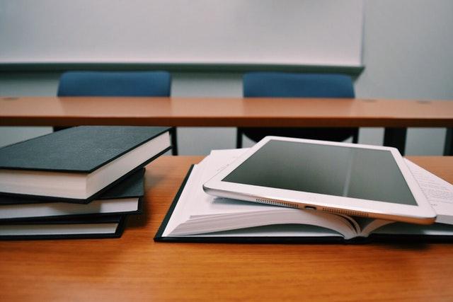 כתיבת פרק סקירת ספרות בספריה