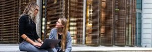 סטודנטיות כותבות סמינריון במדעי המדינה