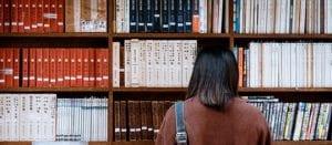 סטודנטית מחפשת מידע על סמינריון במימון