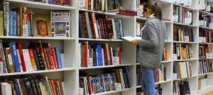 סטודנטית מחפשת נושא לשאלת מחקר